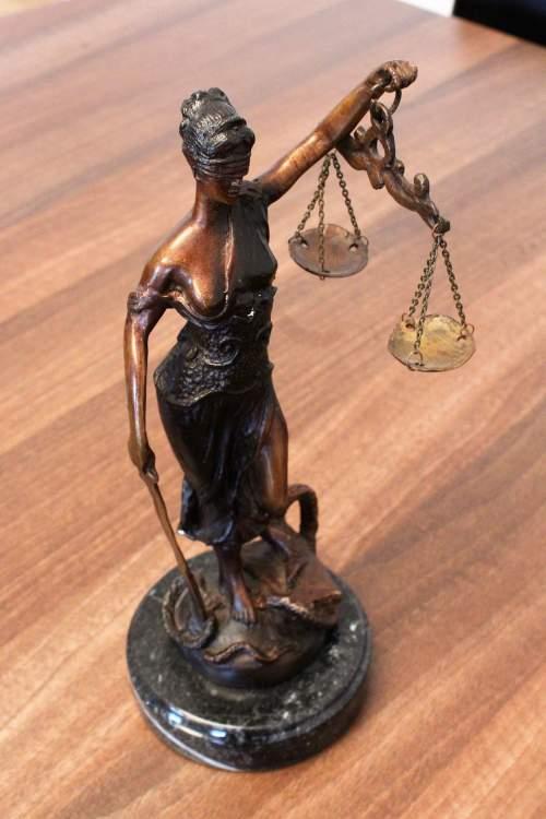 Pravna_S